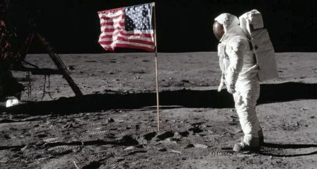 50 anni uomo sulla luna